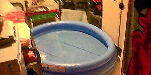 Un détenu installe une piscine dans sa cellule