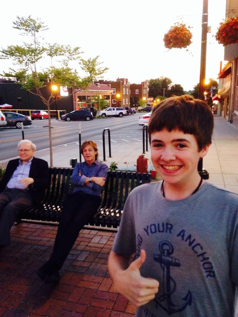 Ce garçon de 16 ans a réussi un selfie à 60 milliards de dollars