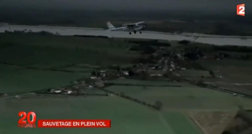 Vidéo: Imaginez que vous ne savez pas piloter et que le pilote de votre avion meurt en vol, c'est ce qui est arrivé à cet homme!