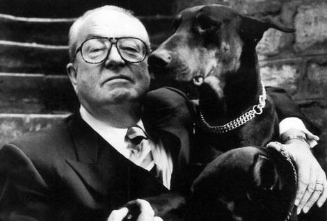 Le chien de Jean-Marie Le Pen dévore la chatte de sa fille Marine