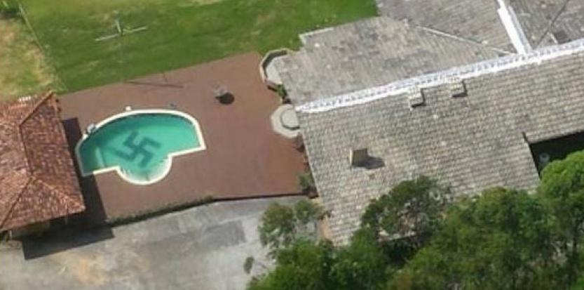 Une croix gammée au fond d'une piscine au Brésil.