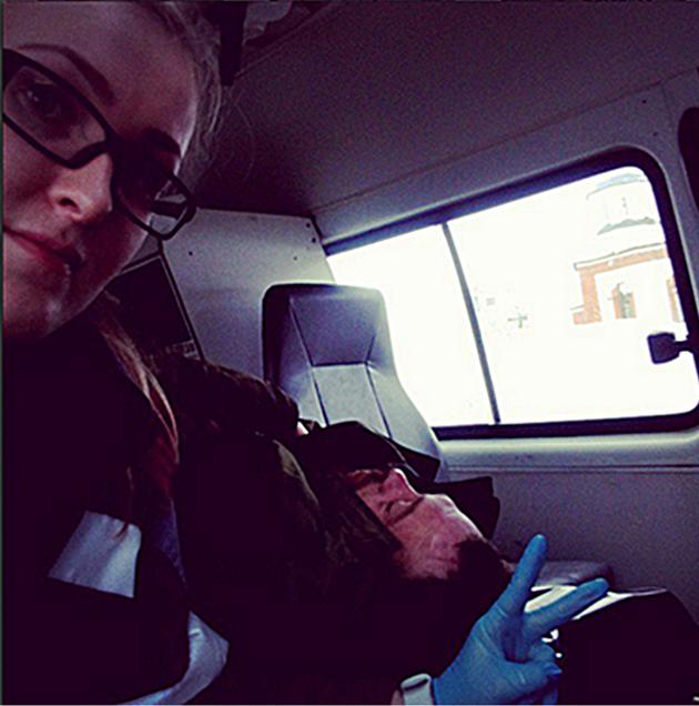 Ce que cette ambulancière a fait aux patients qu'elle transportait est indécent et lui a coûté son emploi