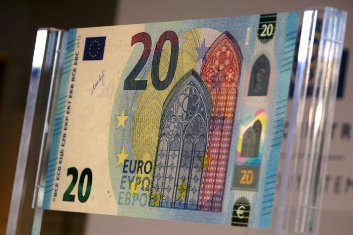 A 14 ans, il monte une gigantesque arnaque sur internet et écoule 9000 euros de faux billets