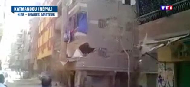 TF1 utilise des images d'Egypte pour illustrer un reportage sur le tremblement de terre au Népal