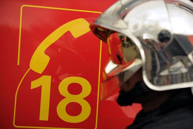 Il fait croire à une urgence pour faire déplacer les pompiers et organiser une partie fine avec eux