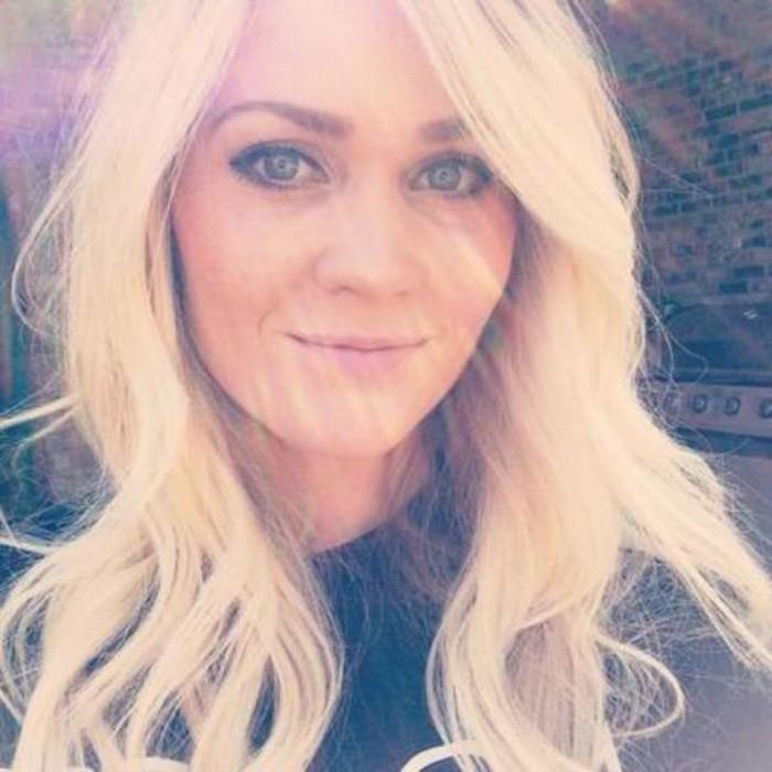 Atteinte d'un cancer, elle publie une photo qui montre les effets dévastateurs du bronzage intensif