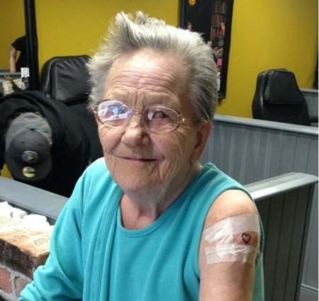 Elle s'enfuit de sa maison de retraite pour se rendre chez son tatoueur