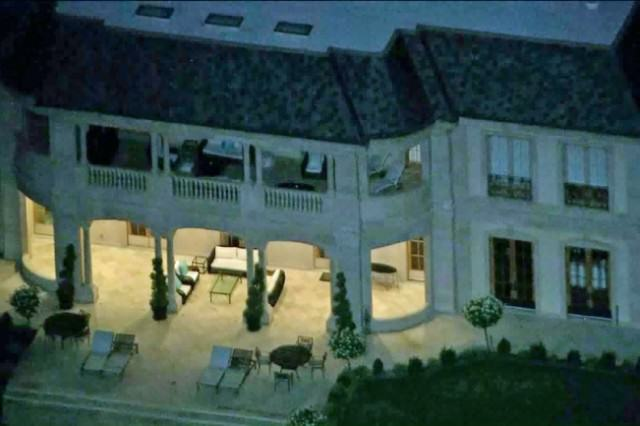 Un prince saoudien accusé d'avoir demandé à un domestique de lui péter à la figure et beaucoup d'autres choses bizarres