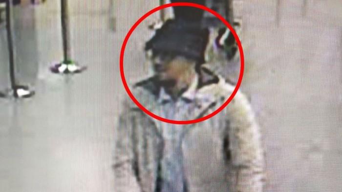 Attentats de Bruxelles: La police belge diffuse le portrait du suspect en fuite
