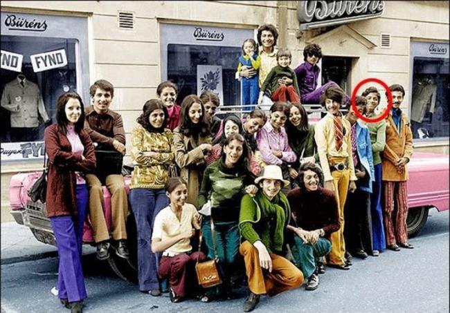 Vous n'imaginerez jamais qui est cet enfant photographié en 1970