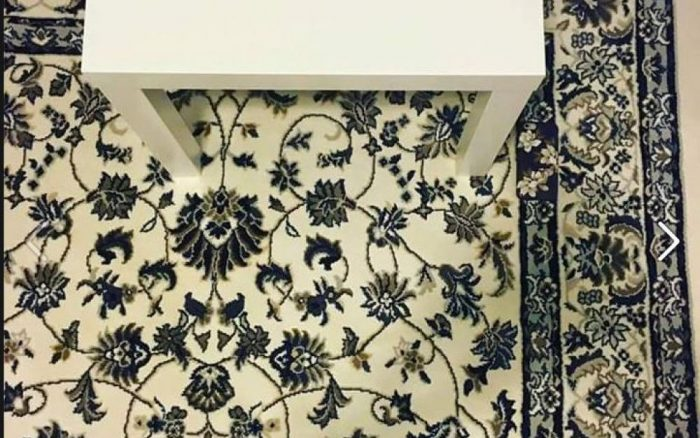 Un iPhone est posé sur ce tapis, vous ne le trouverez jamais !