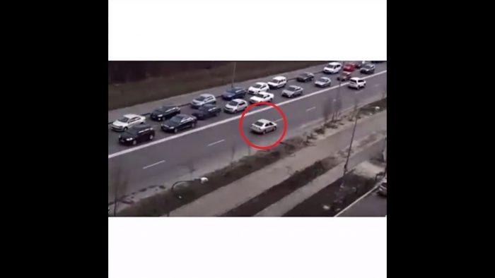 Cet automobiliste a trouvé le moyen d'éviter les bouchons
