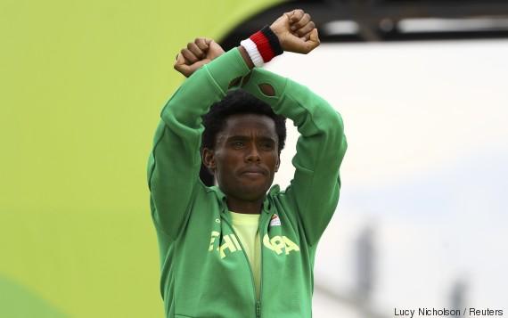 Ce marathonien éthiopien risque la mort dans son pays à cause de ce geste