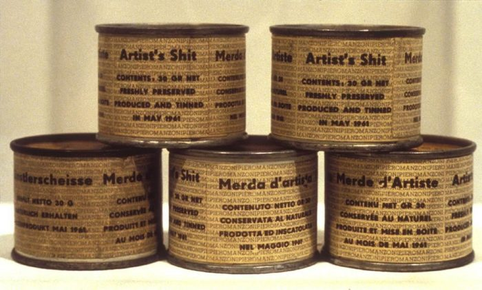 Art: il fait caca dans une boite et la vend 30.000 euros