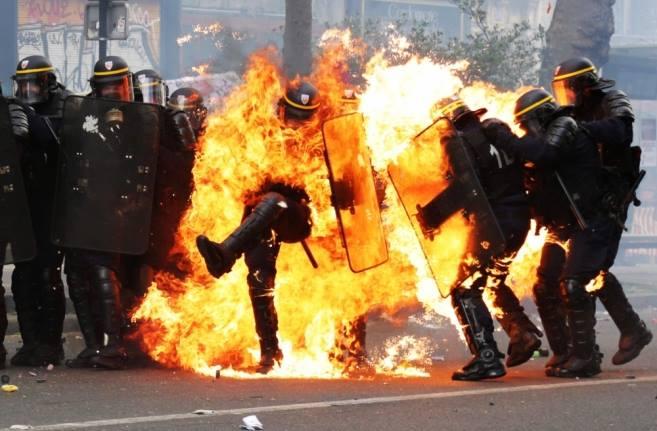 Policier brulé: la CGT parle de poulet grillé