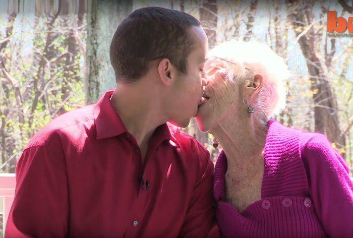 A 31 ans, il est en couple avec une femme de 91 ans