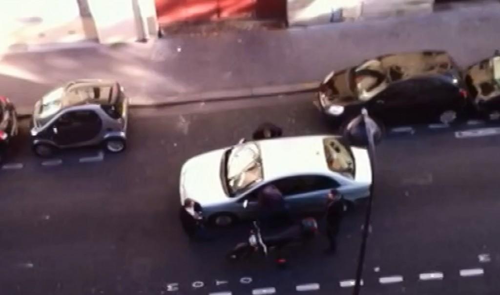 Un retraité commet une infraction routière, il se fait tabasser par un policier