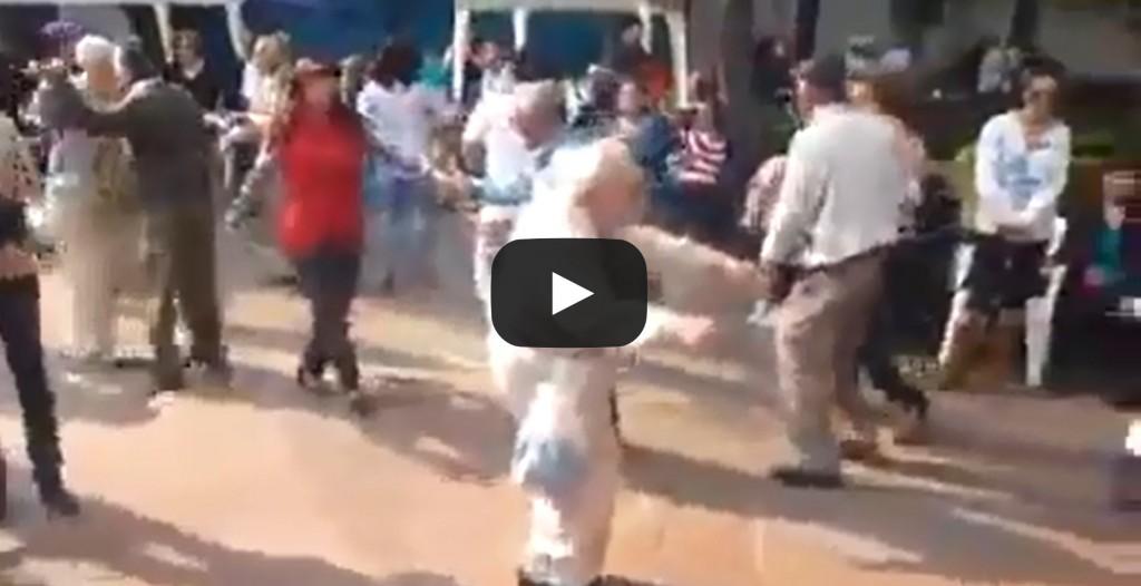 Vidéo: Ce grand-père va avoir une réaction incroyable en entendant la musique