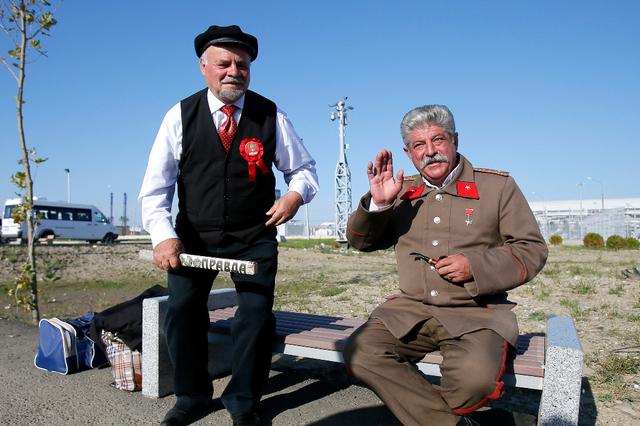 Quand le sosie de Staline roue de coups le sosie de Lénine