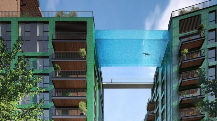Une piscine suspendue entre deux immeubles à Londres