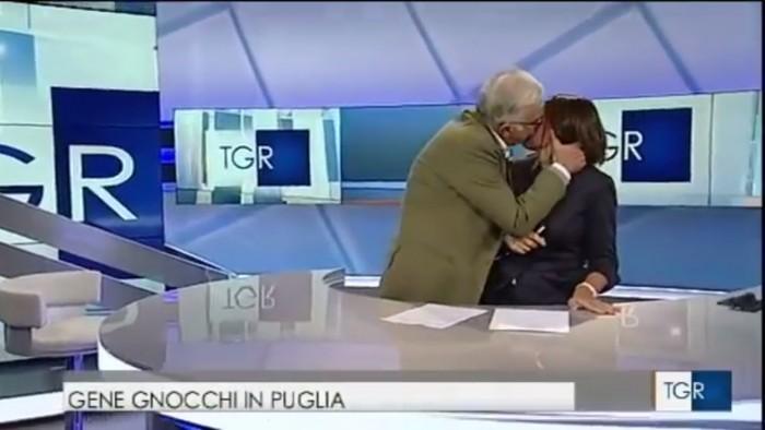 Un humoriste italien embrasse la présentatrice de force