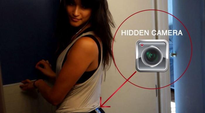 Une jolie fille cache une caméra sur son postérieur pour piéger les mateurs, le résultat est très drôle !