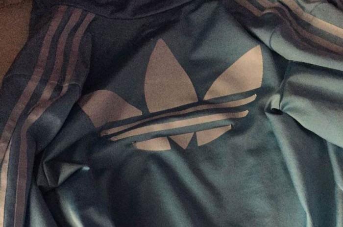 Cette veste rend fou le web, personne ne la voit de la même couleur !