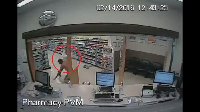 Il braque la pharmacie et se fait déshabiller par un client très en colère