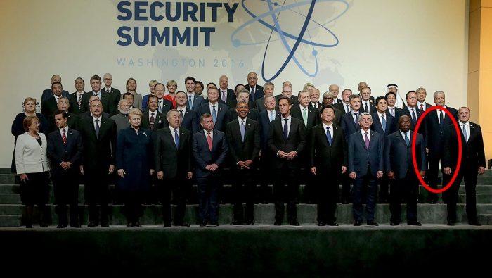 François Hollande se fait humilier par Barack Obama après être arrivé (de nouveau) en retard