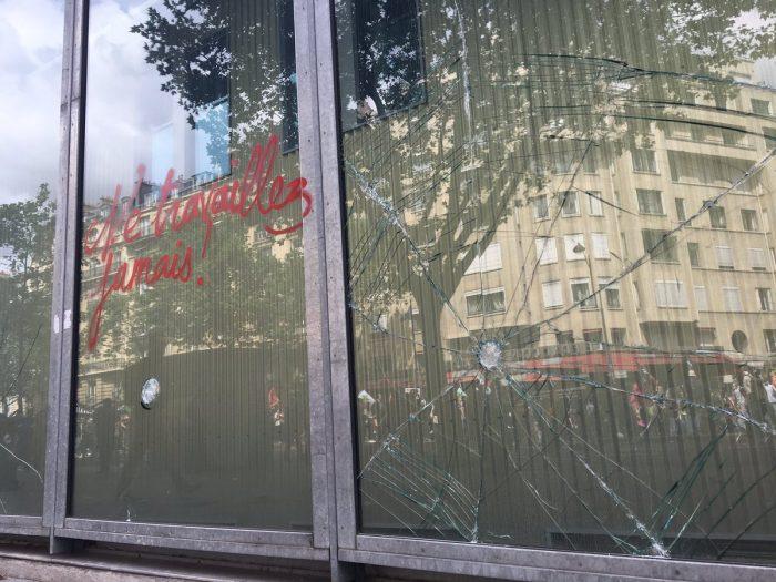 Les casseurs vandalisent l'hôpital Necker spécialisé dans les enfants malades