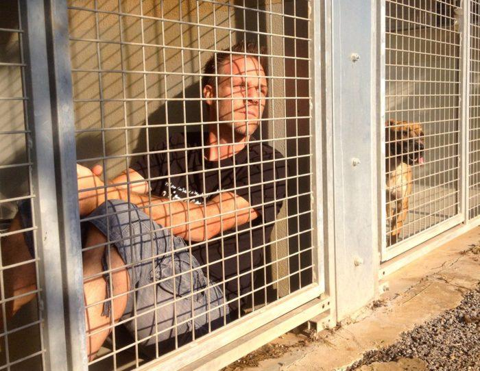 Rémi Gaillard va s'enfermer dans une cage jusqu'à ce que tous les animaux de la SPA soient adoptés