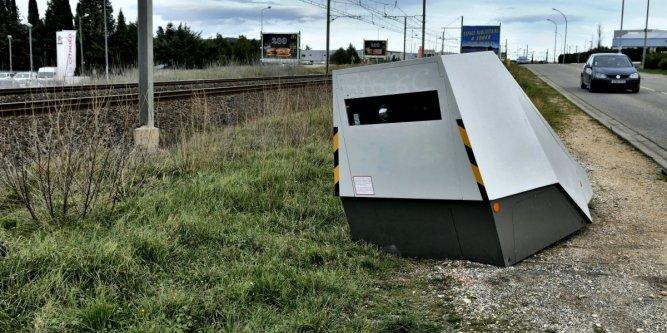 Ils retournent le radar pour qu'il flashe les trains