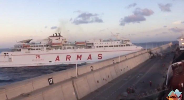 Un ferry fonce dans un mur aux îles Canaries