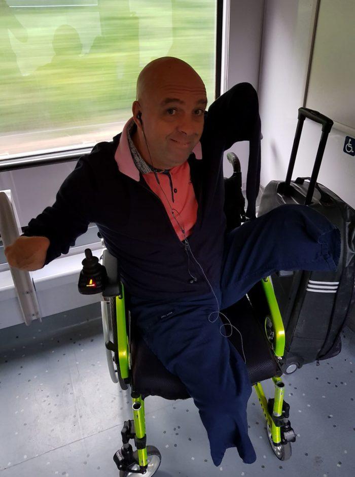 Un contrôleur SNCF demande à Philippe Croizon sa carte d'invalidité alors qu'il est amputé des quatre membres