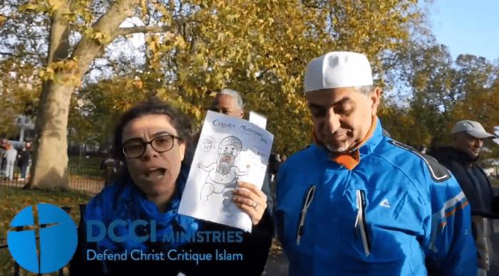 [Londres] Elle montre une caricature de Mahomet et se fait frapper