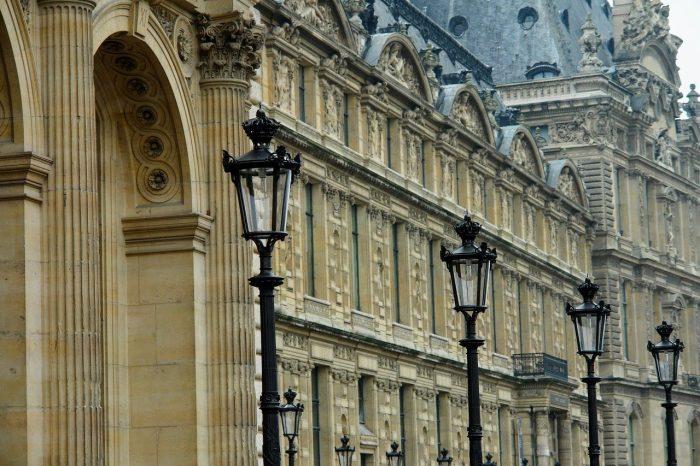 La mairie de Paris loue à des migrants des studios meublés à deux pas du Louvre pour 75€/mois