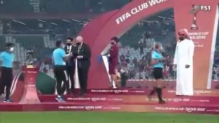 Le Cheikh du Qatar refuse de serrer la main aux arbitres femmes